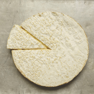 How to Prepare the Brie in your Cheese Wedding Cake